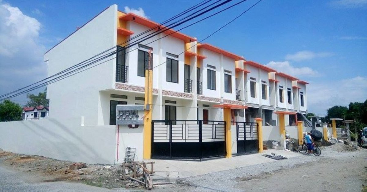3 bed townhouse for sale in central 1953381 dot property for Houses for sale under 20000 near me